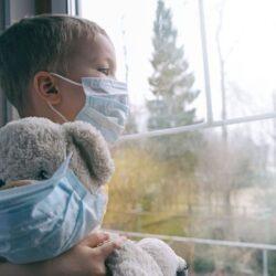 ΕΚΠΑ: Covid-19 στα παιδιά και o ρόλος των σχολείων στη διασπορά του ιού