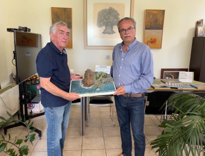 Δωρεά ανάγλυφης κατασκευής για τη Μάχη της Κρήτης στο Δήμο Πλατανιά